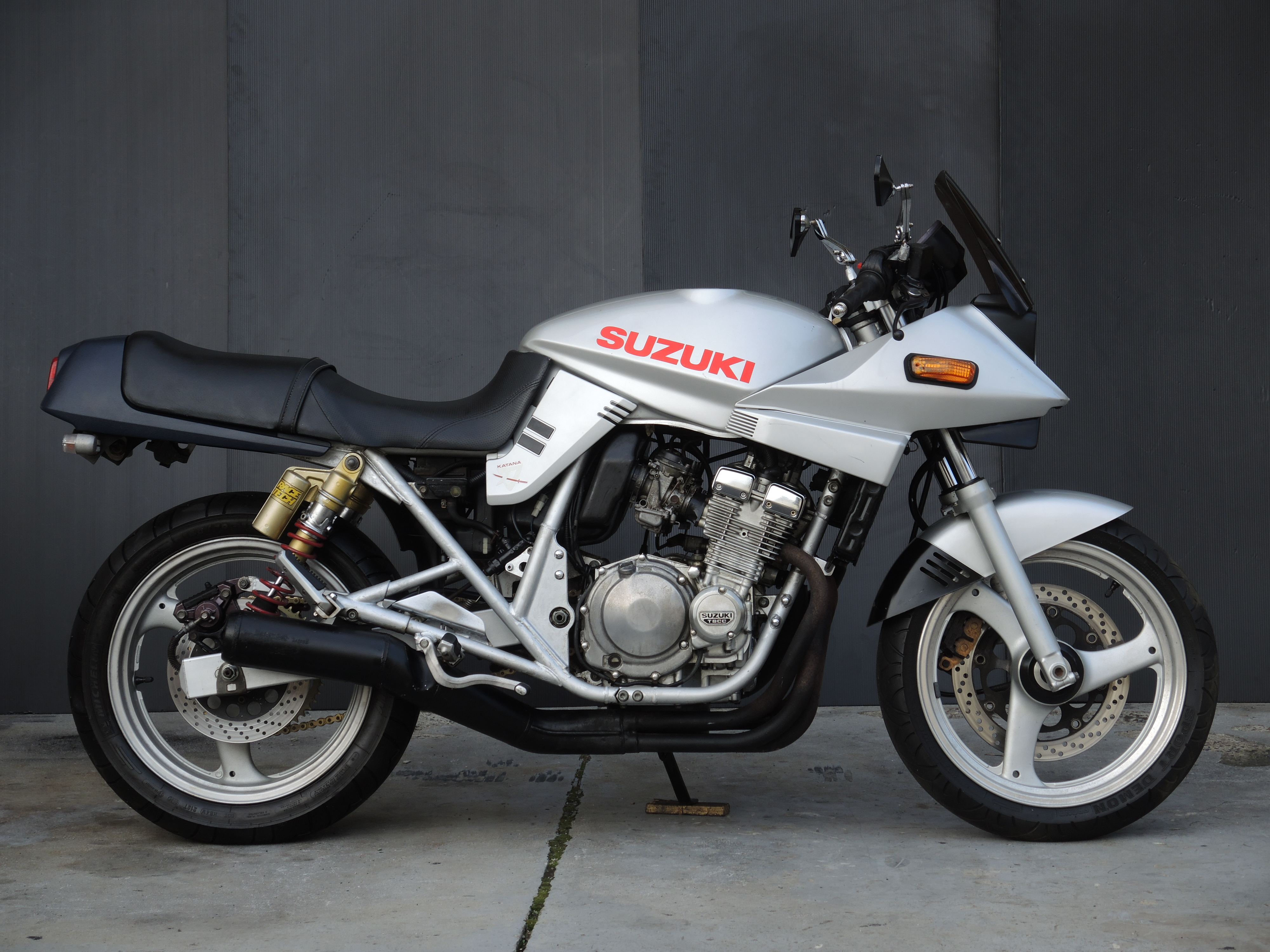 GSX250Skatana